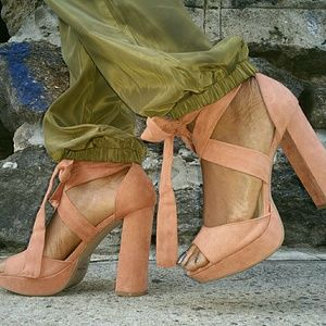 Shoes - NWOB Platform Cross Strap